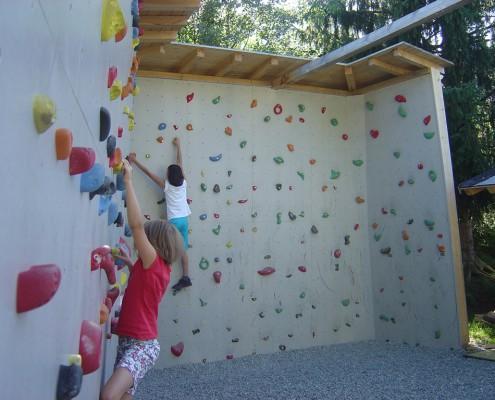Kletterwand am Camping Tirol